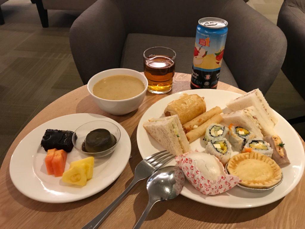 ロイヤルブルネイ航空の「SKY LOUNGE」の軽食