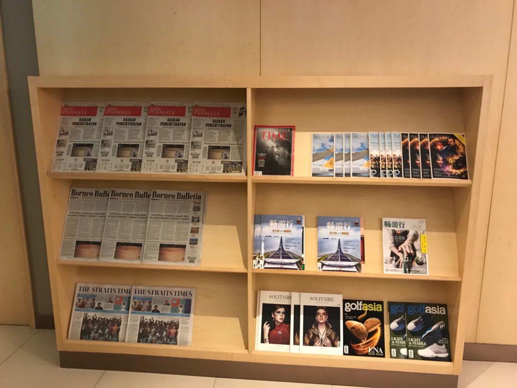 ロイヤルブルネイ航空の「SKY LOUNGE」のブックコーナー