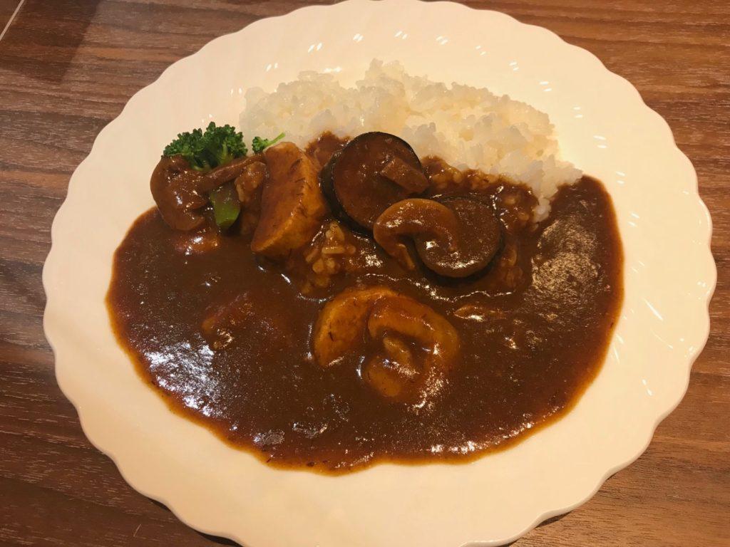 鳥取空港のレストラン アゼリアの地毛野菜と小エビのカレー(¥1,000)