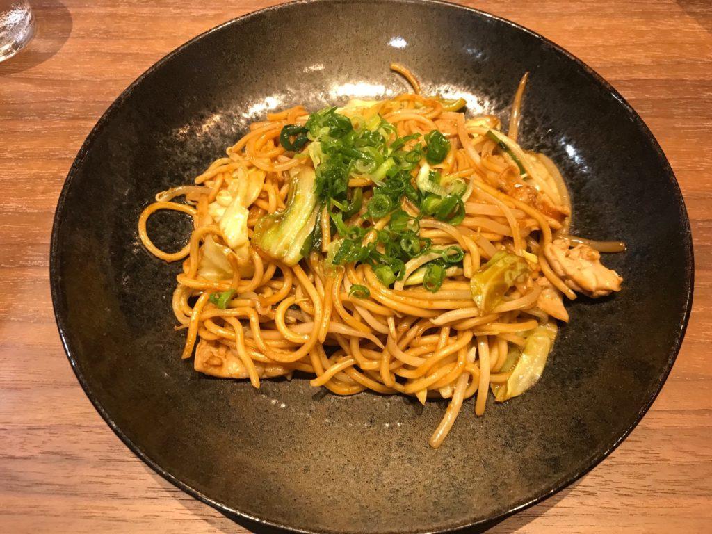 鳥取空港のレストラン アゼリアの鳥取B級グルメ・ホルモン焼きそば(¥1,000)