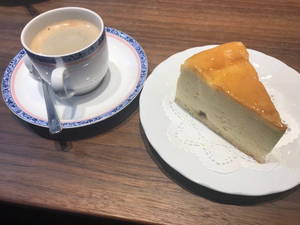 鳥取空港のレストラン アゼリアのケーキセット