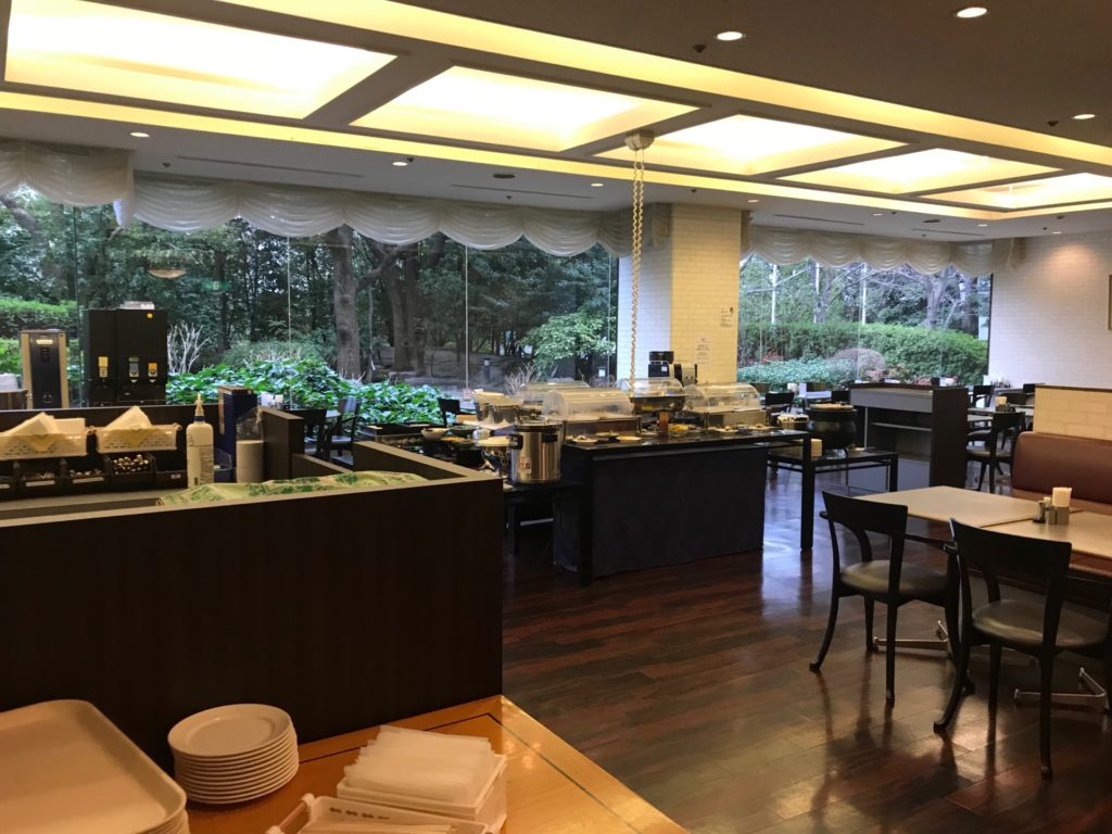 ホテルNCBのレストラン・ボンジュールの内装。