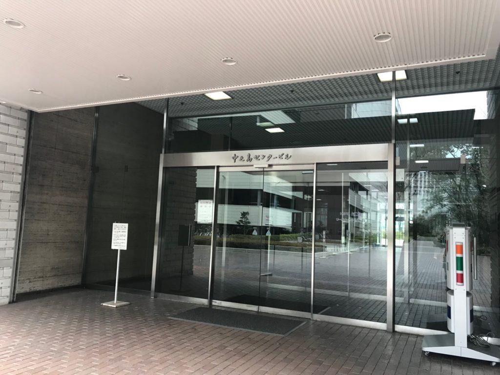 中之島センタービル入り口。