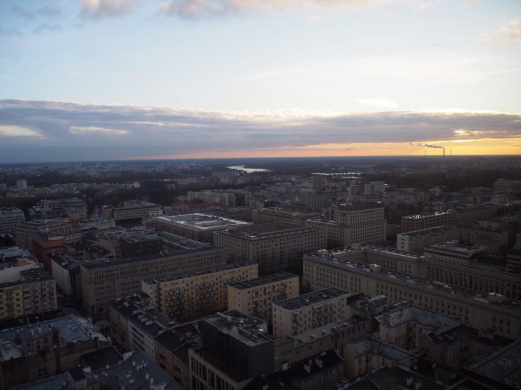ノボテルワルシャワセントラムホテルの31階のフィットネスジムの窓から眺めた外の景色の写真です。