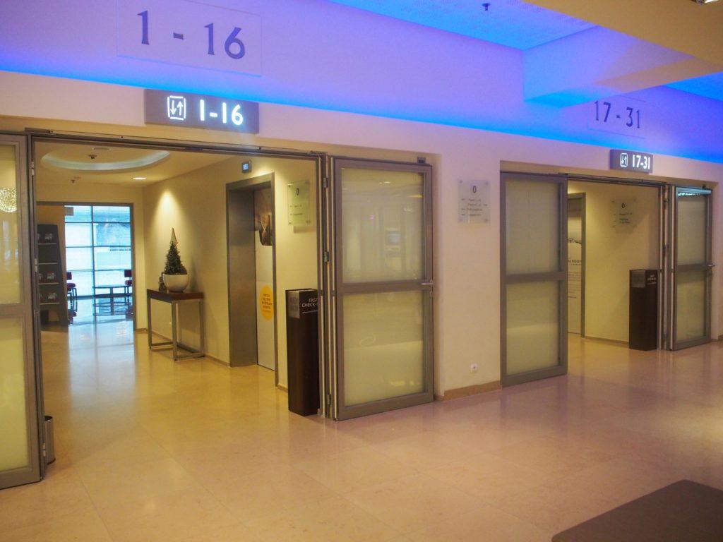 ノボテルワルシャワセントラムホテルのエレベーターホールの写真です。