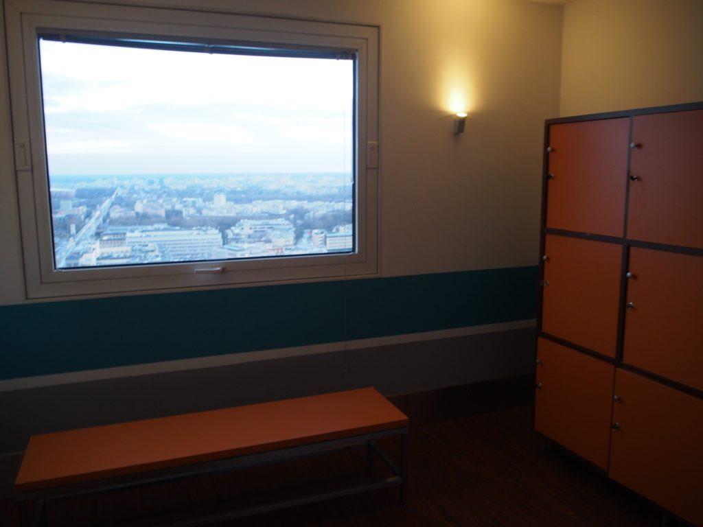 ノボテルワルシャワセントラムホテルの31階のフィットネスジムの写真です。