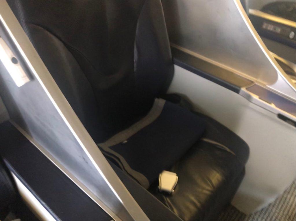 伊丹空港のANA機体で撮影したプレミアムクラス座席