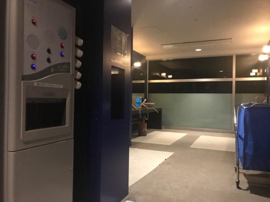 琵琶湖ホテルの「瑠璃温泉 るりの湯」の更衣室