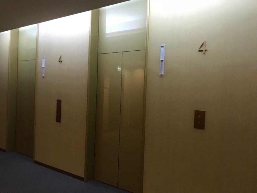 琵琶湖ホテルの「瑠璃温泉 るりの湯」があるエレベーターホール写真