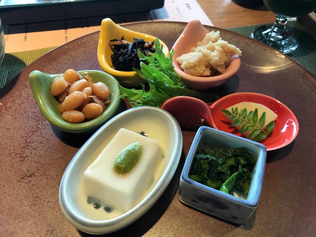 琵琶湖ホテルのレストラン「日本料理おおみ」の前菜