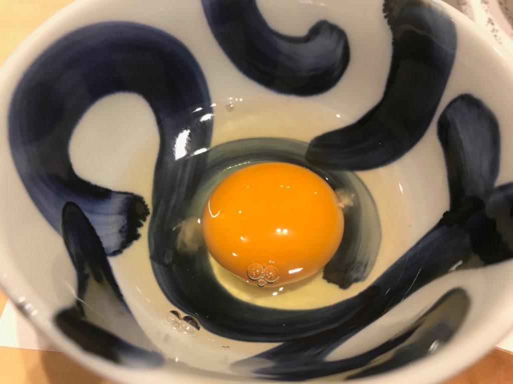 「卵かけご飯(境港産 焼き鮭)定食」の「天美卵」