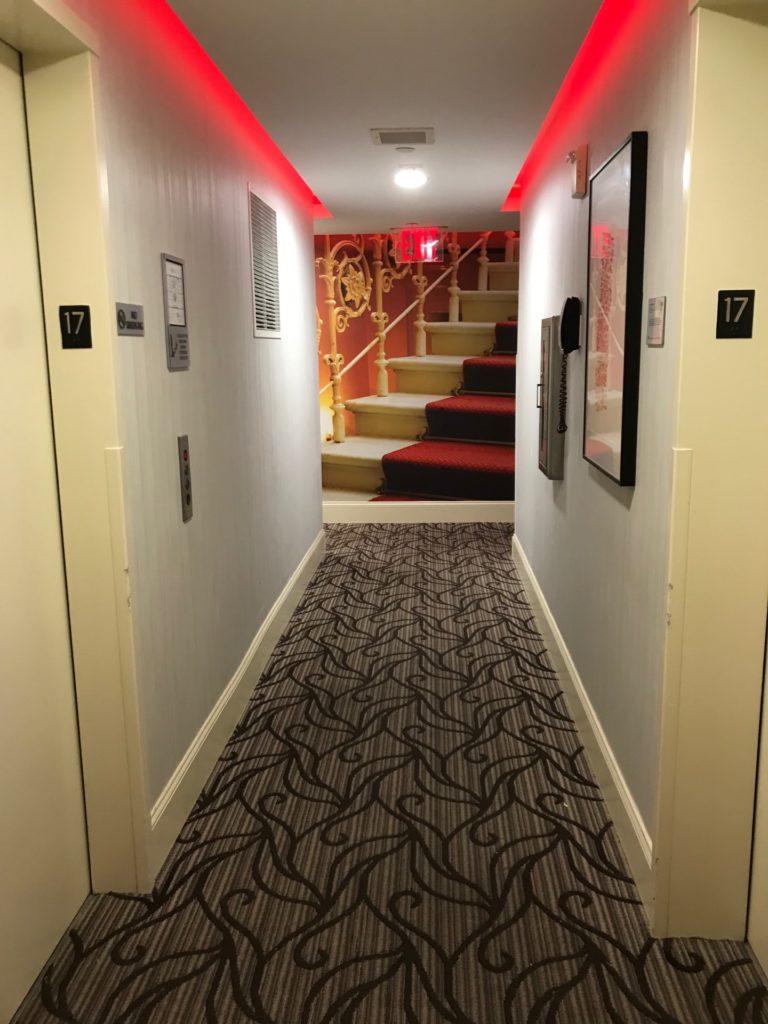 hotel Indigo Brooklynの客室前通路