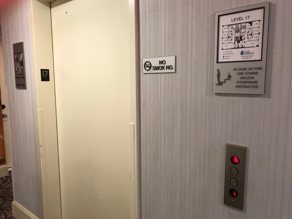 hotel Indigo Brooklynのエレベーターの写真
