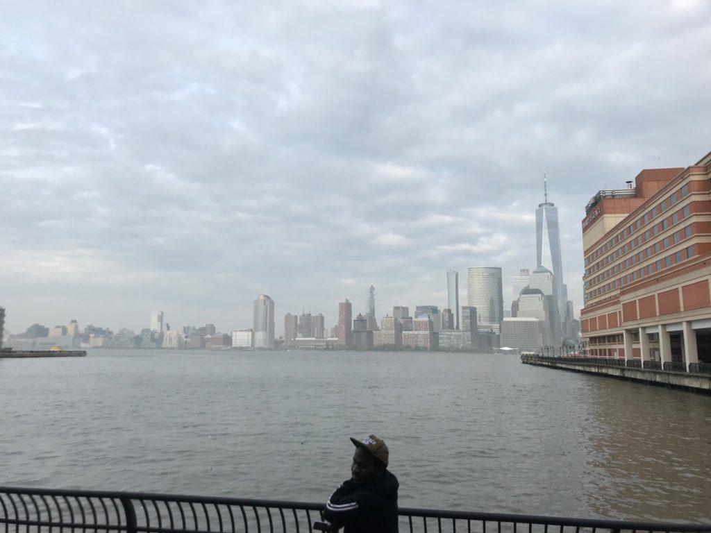 HARBORSIDE FERRY の乗船場からみたニューヨーク高層ビル群