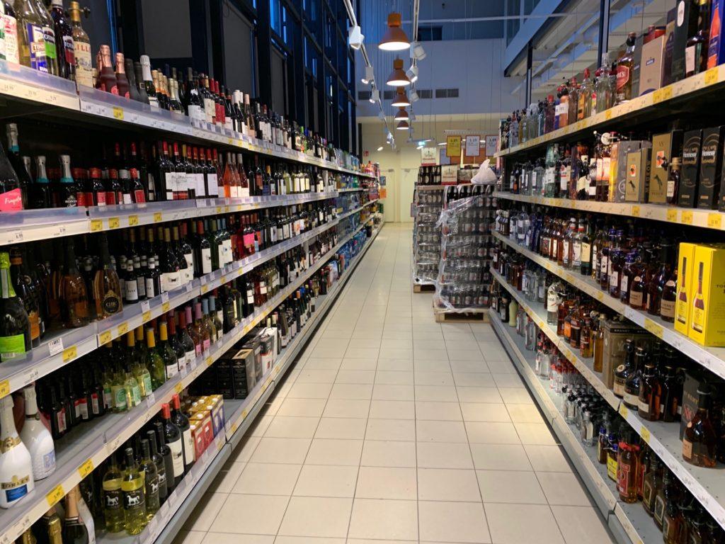タリン駅のスーパーマーケットの内部