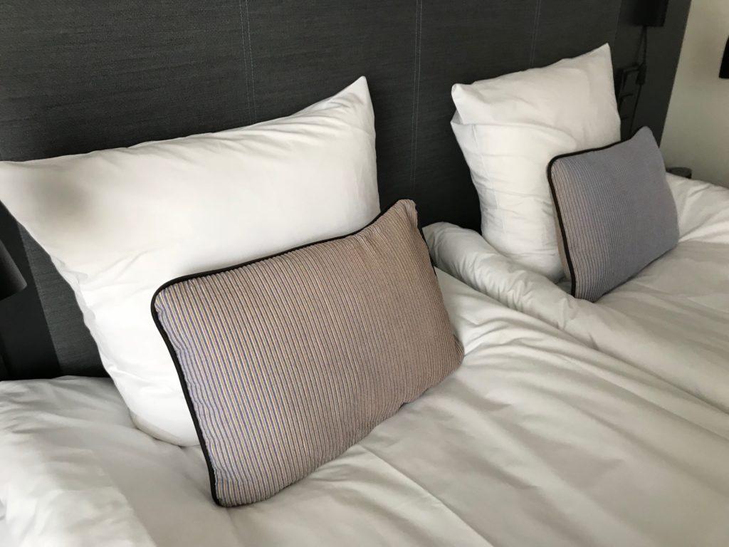 Hotel Indigo Helsinki - Boulevardの客室(スタンダードルーム)のベッド
