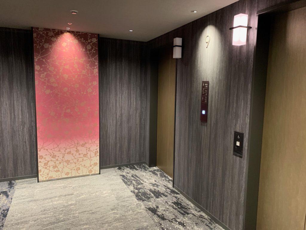 客室フロアのエレベーターホール