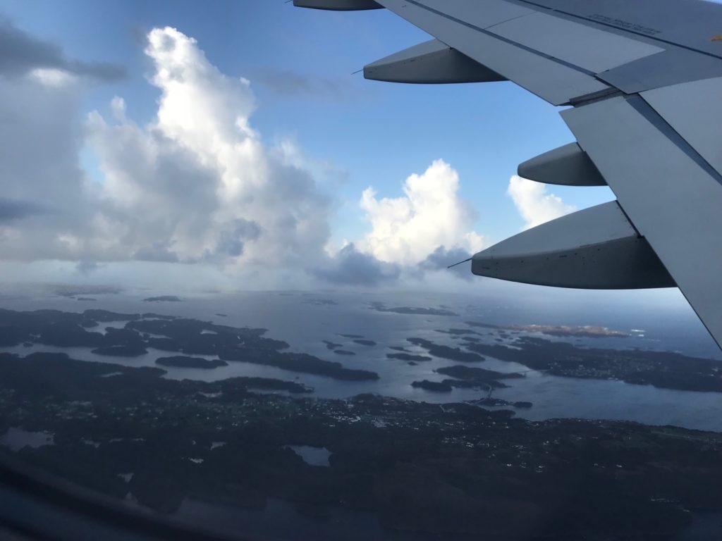 フィンエアー(AY803)から眺めるベルゲンの海