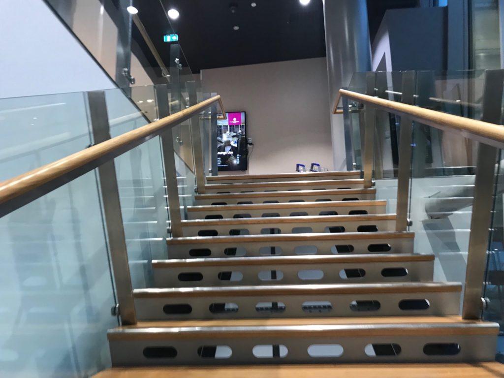 Plaza Premium Loungeへ向かう階段