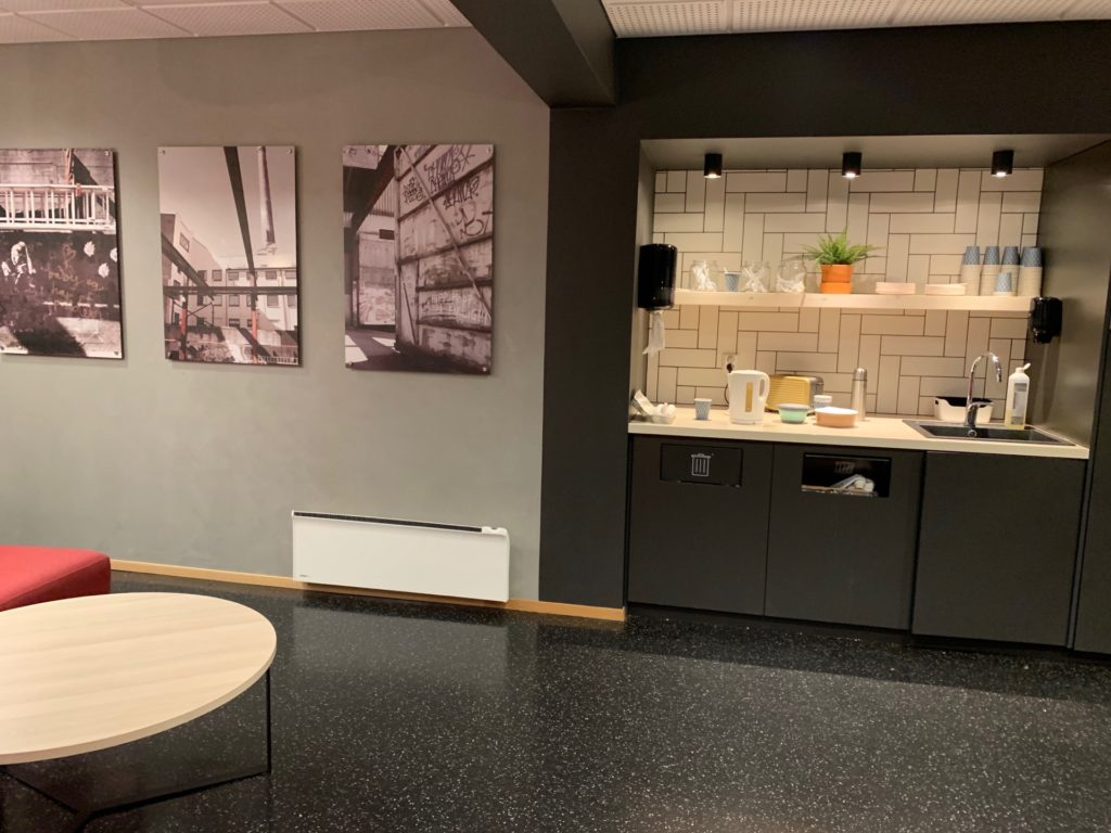 シティボックスベルゲンの1階ロビーにあるダイニングスペース