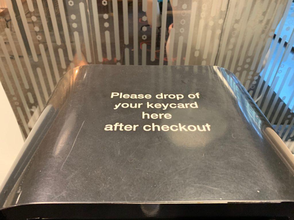 シティボックスベルゲンの客チェックアウト時にルームキーを入れるボックス