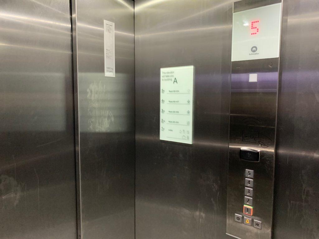 シティボックスベルゲンのエレベーター内写真