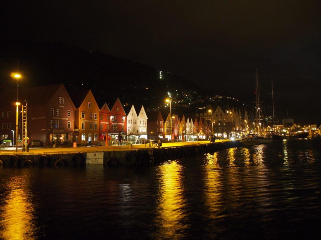 世界遺産・ブリュッゲンの旧倉庫群の夜景