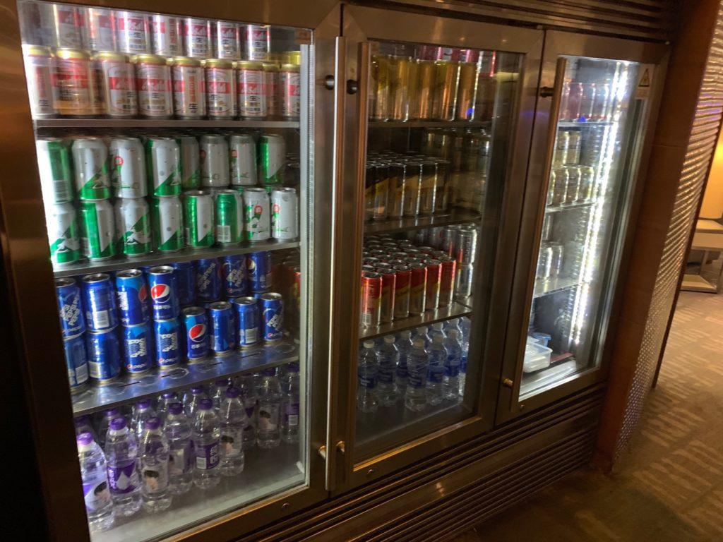 中国国際航空ラウンジ(No.71 ラウンジ)のドリンク冷蔵庫