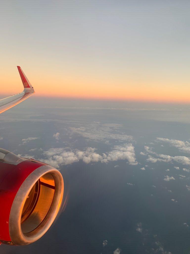 吉祥航空エコノミークラス窓側座席からの景色