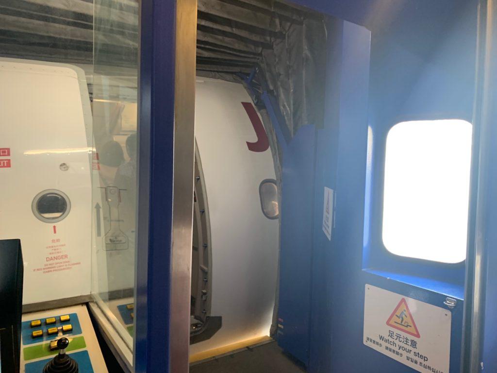吉祥航空の機体への入り口