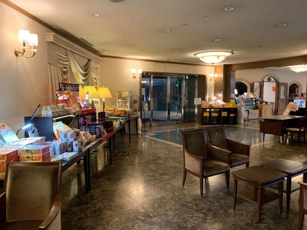 ホテルプラザ神戸のフロント前ロビー