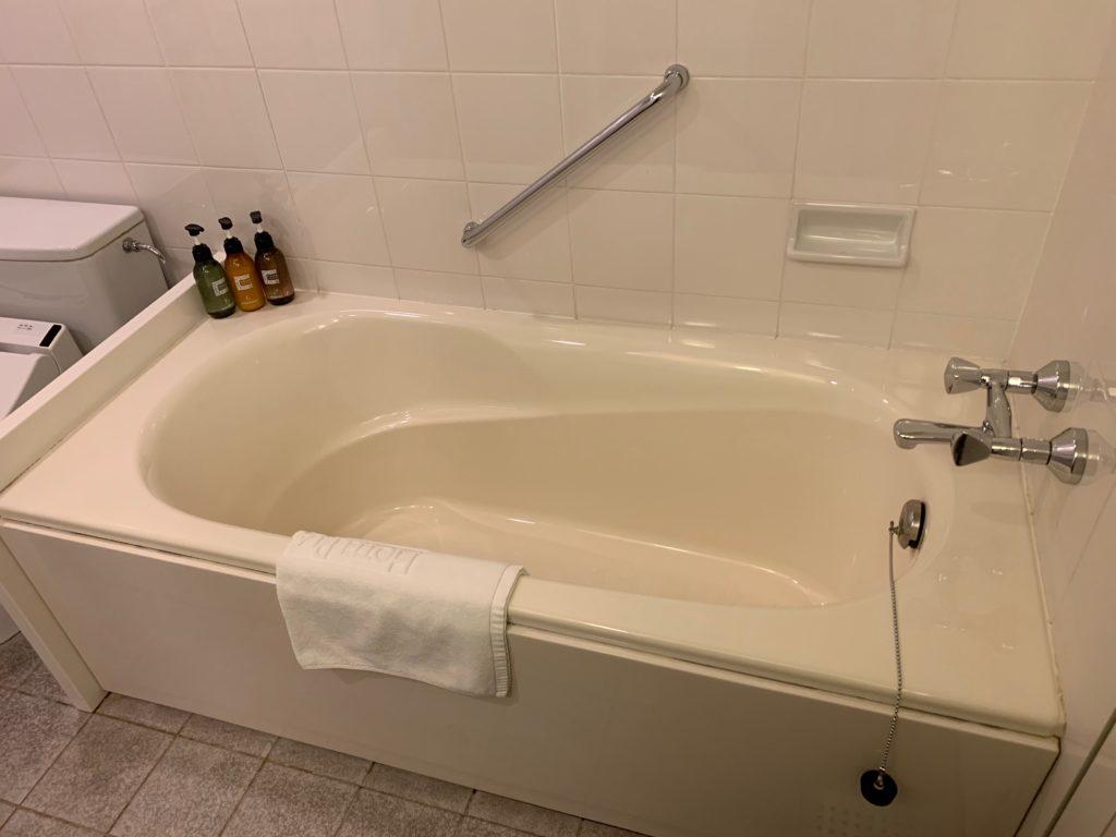 ホテルプラザ神戸の客室(ツインルーム)のバスタブ