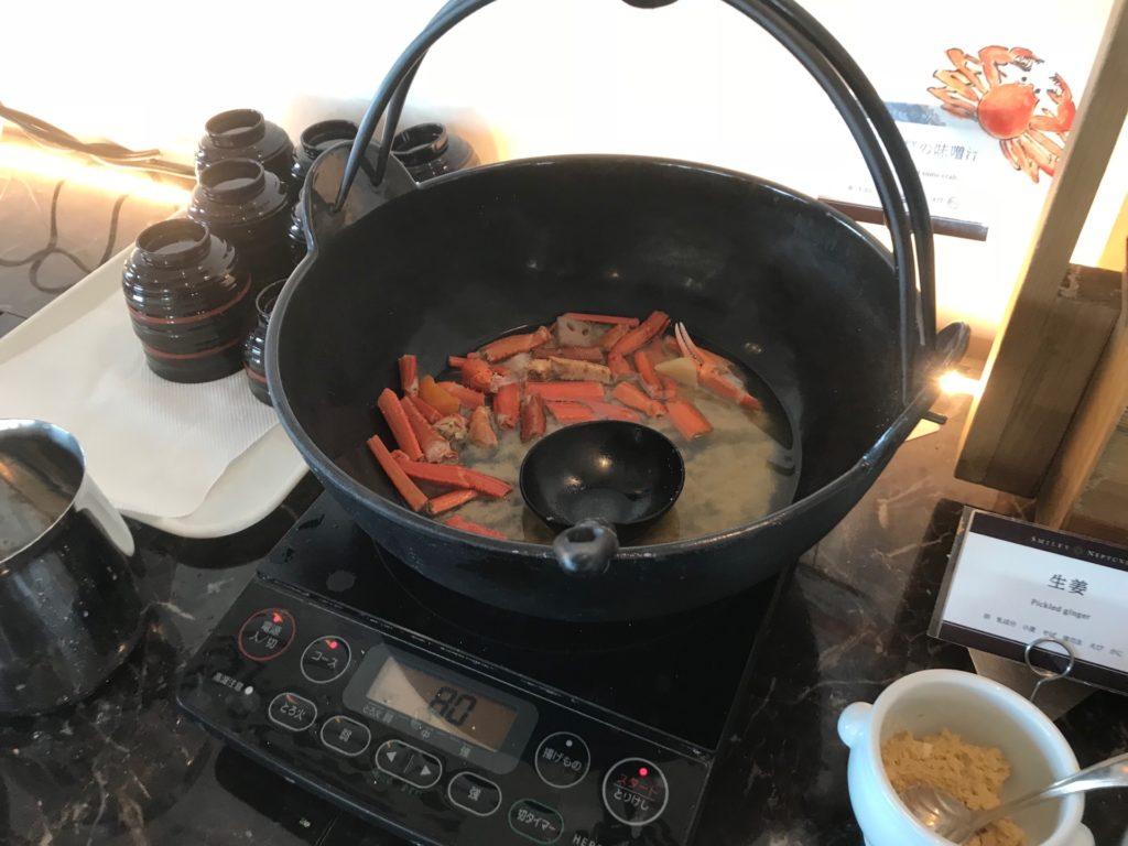 ホテルプラザ神戸のスマイリーネプチューンのプレミアム朝食のカニ汁