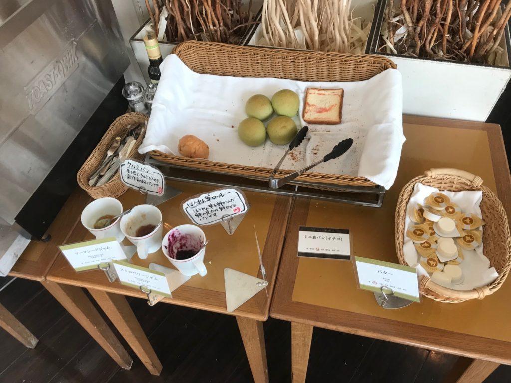 ホテルプラザ神戸のスマイリーネプチューンのプレミアム朝食のパンコーナー