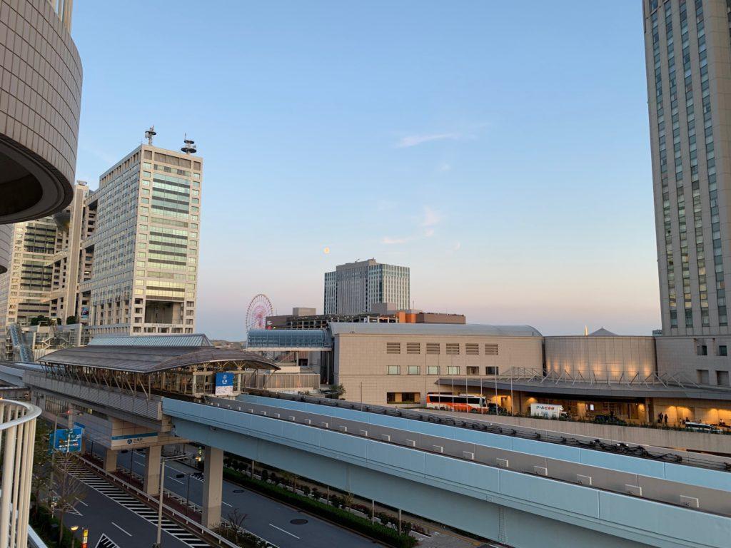 ヒルトン東京お台場のキングヒルトンゲストルームのベランダから見えるフジテレビ
