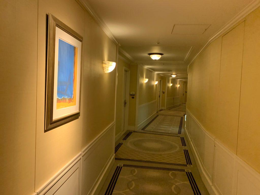 ヒルトン東京お台場の宿泊フロアの客室前通路