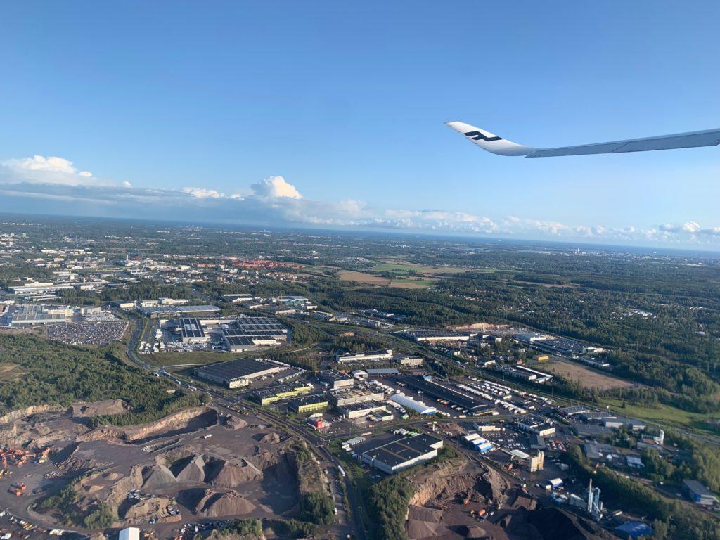 フィンエアー(AY803)のエコノミークラスから眺めるヘルシンキ空港周辺の風景