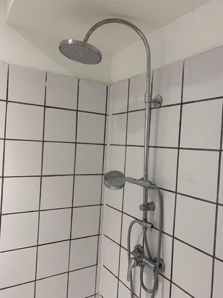 Mini S Hotel の客室内のシャワー