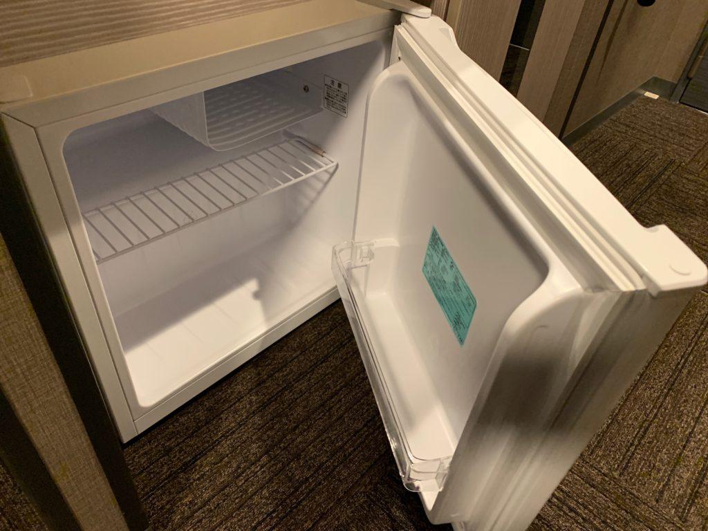 『天然温泉 扇浜の湯 ドーミーイン川崎』の客室の冷蔵庫