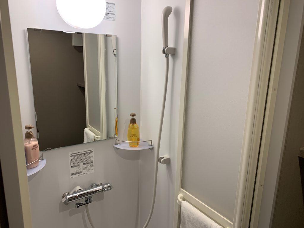 『天然温泉 扇浜の湯 ドーミーイン川崎』の客室のシャワールーム