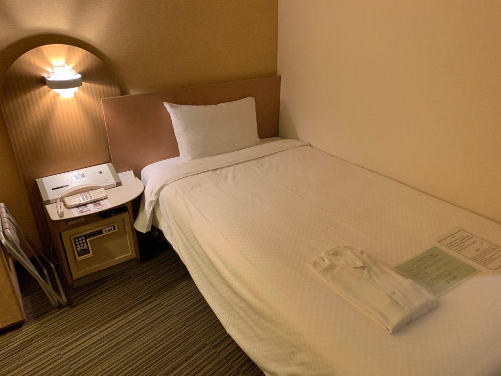 新横浜プリンスホテルのシングルルームのベッド