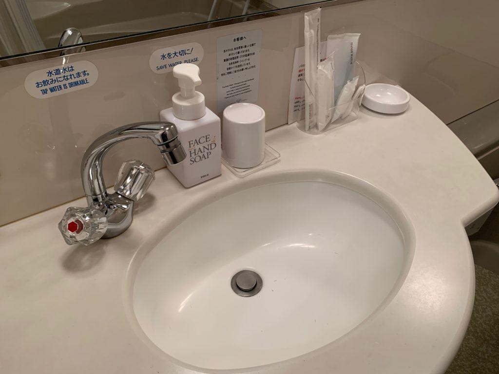 新横浜プリンスホテルのシングルルームの洗面台