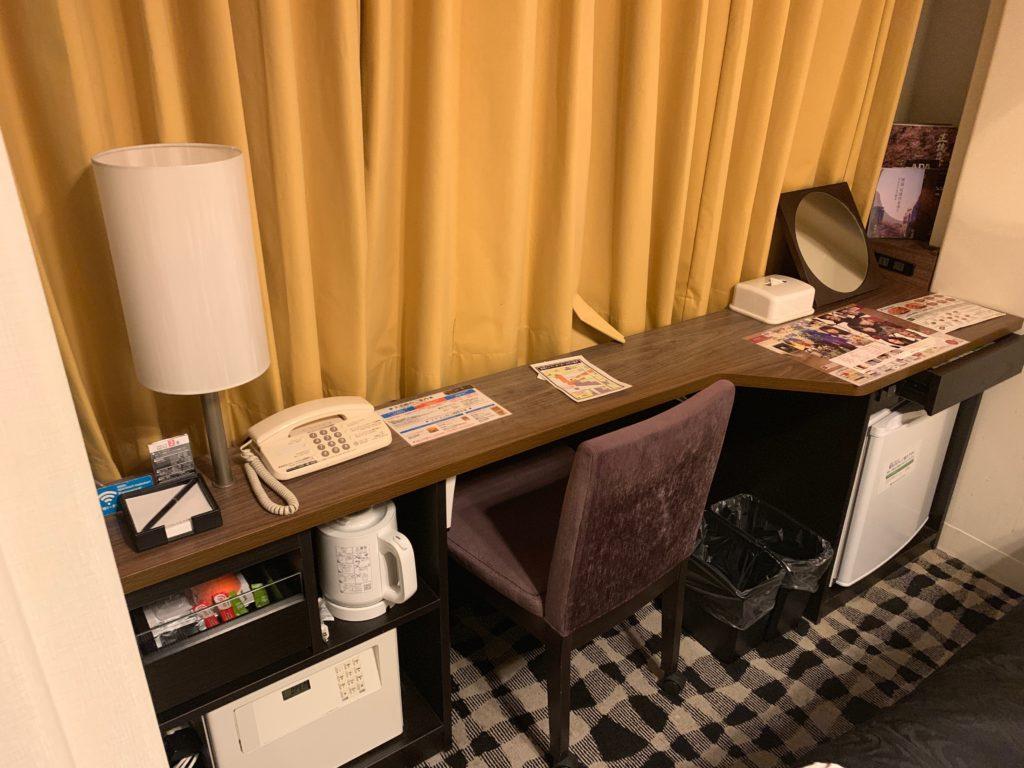 アパホテル&リゾート東京ベイ幕張のツインルームのツインルームのデスク