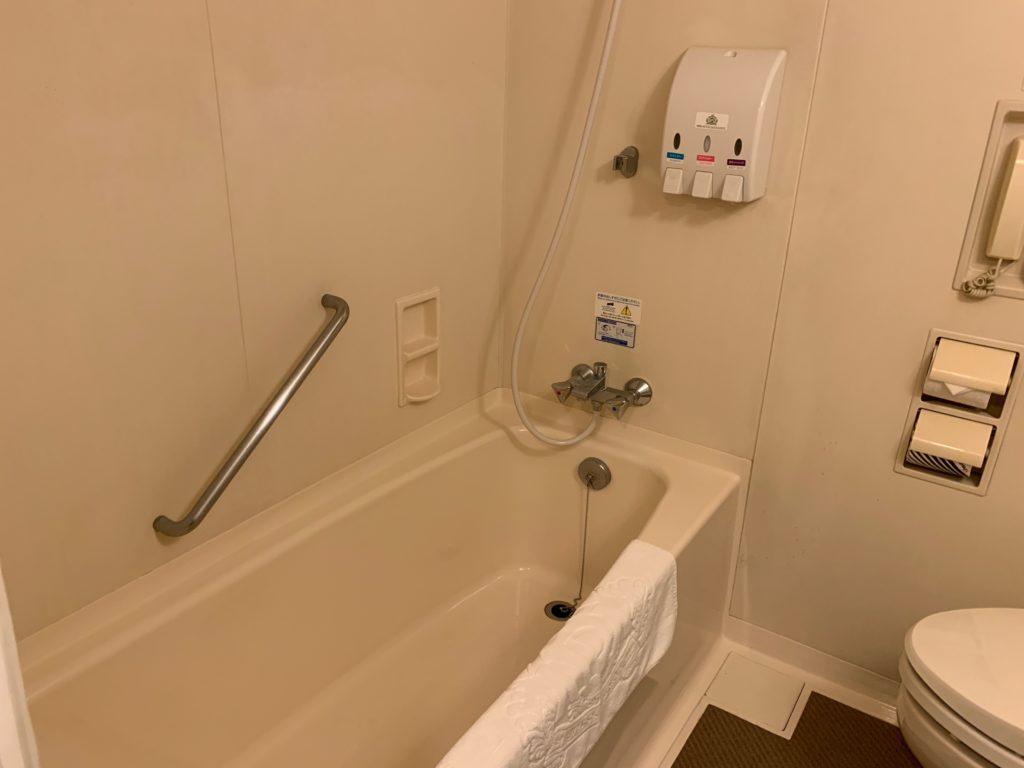 アパホテル&リゾート東京ベイ幕張のツインルームのバスルーム