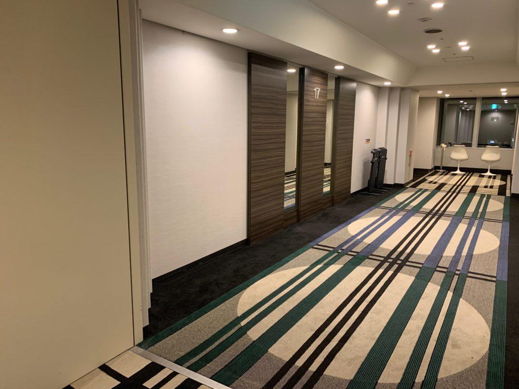 アパホテル&リゾート東京ベイ幕張のツインルームの客室フロア