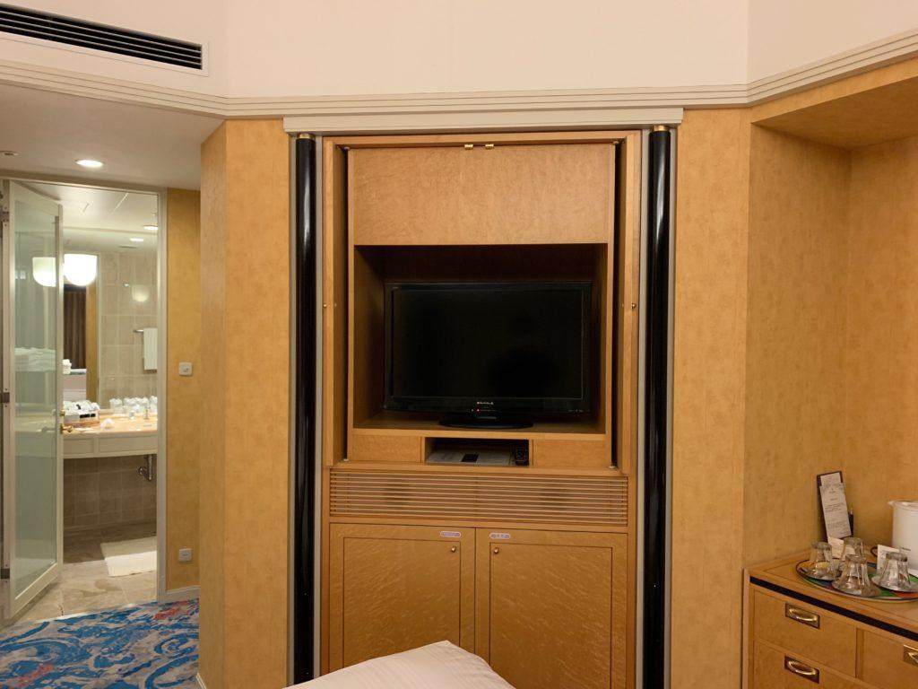 ホテルニューオータニ幕張のスーペリアルームのテレビ