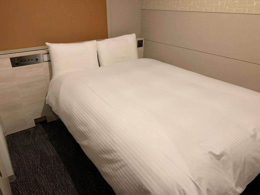 ベッセルイン千葉駅前の客室のシングルルームのベッド