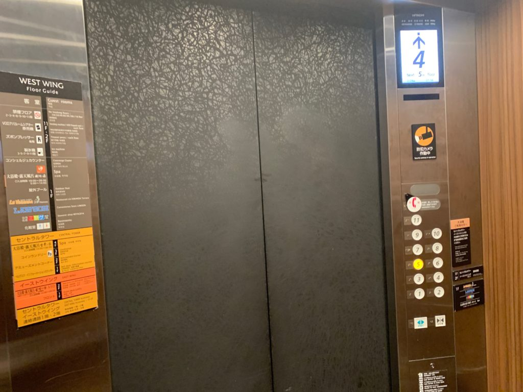 アパホテル&リゾート東京ベイ幕張のWEST WINGのエレベーター