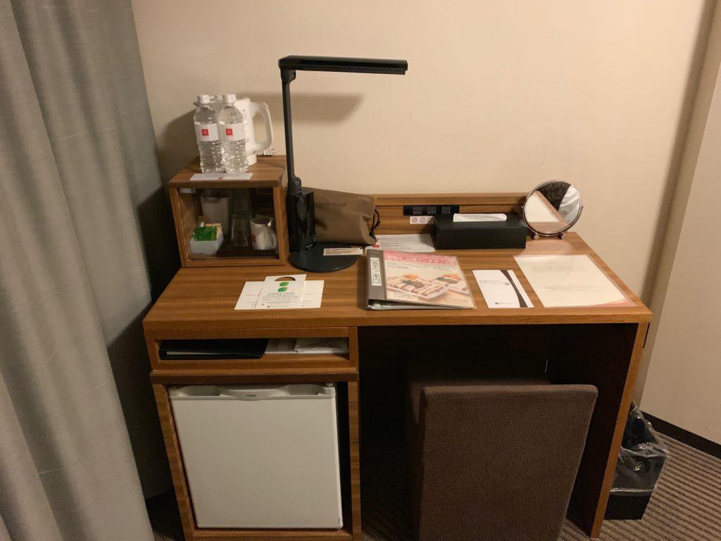 吉祥寺東急REIホテルのダブルルームの独立デスク