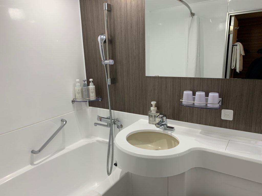 吉祥寺東急REIホテルのダブルルームのバスルーム